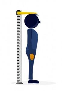 omino che misura l'altezza